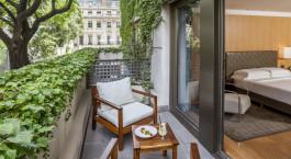 Balkon mit Tisch und Stuhl im Palacio Duhau - Park Hyatt in Buenos Aires, Argentinien