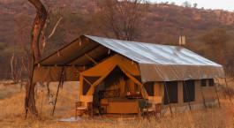 Zelt- Schlafbereich im Ndutu Kati Kati Tented Camp im su00fcdlichen Serengeti, Tansania