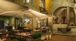 Enchanting Travels Italy Tours Florence Hotel Brunelleschi Seasonal Outdoor Patio (2)