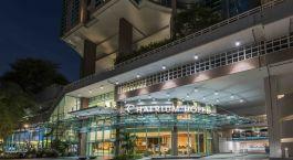Auu00dfenansicht des beleuchteten Chatrium Hotel Riverside Bangkok in Bangkok, Thailand