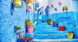 ein blau-weißes Gebäude