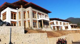 Auu00dfenansicht von  Zhingkham Resort, Punakha in Bhutan