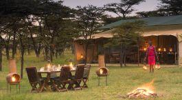 Essen im Freien im Kicheche Bush Camp in Masai Mara, Kenia