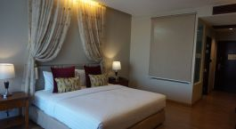 Zimmer mit Doppelbett im La Patta Chiang Rai Resort & Hotel in Chiang Mai, Thailand