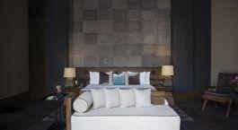 Zimmer mit Doppelbett und Tagesbett im NIZUC Resort and Spa in Cancu00fan, Mexiko