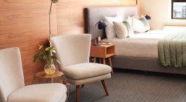 Zimmer mit Sitzgelegenheiten im Park Hotel, Wellington in Neuseeland