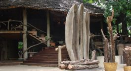Auu00dfenansicht von Lake Manyara Tree Lodge in Manyara See, Tansania