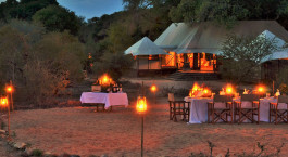 Abendessen im Freien im Hamiltons Tented Camp, Zentral Kru00fcger in Su00fcdafrika