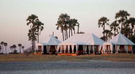 Auu00dfenansicht im San Camp Hotel in Kalahari Salzpfannen, Botswana