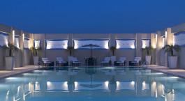 Enchanting Travels - Nordindien Reisen - Delhi - Hilton Garden Inn - Pool