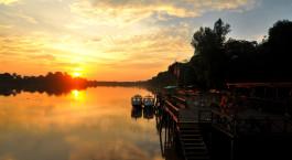 Auu00dfenanlage neben dem Fluss der Kinabatangan Riverside Lodge, Kinabatangan Fluss in Malaysia