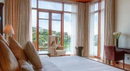Doppelzimmer mit Ausblick im Hotel Tea Plant in Nuwara Eliya, Sri Lanka