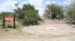 Eingangsschild des Mbuzi Mawe in Zentrale Serengeti, Tansania