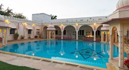 Swimming Pool im Hotel Rohet Garh, Rohet in Nordindien