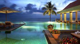 ein Resort in der Nähe des Wassers