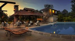 Pool im Denwa Backwater Escape Hotel, Satpura, Zentral- & Westindien