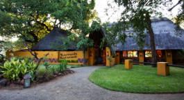 Auu00dfenbereich im Hotel Maramba River Lodge, Viktoriafu00e4lle, Zambia