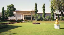 Enchanting  Travels -Nordindien Reisen - Khajuraho - Hotel Chandela - Auu00dfenansicht