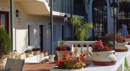 Auu00dfenanlage des Don Antonio Posada Hotel in Colonia de Sacramento, Uruguay
