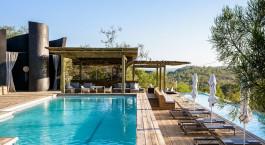 Pool der Singita Lebombo Lodge, Kru00fcger in Su00fcdafrika