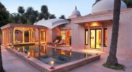 Private Terrasse mit Pool im Amanbah Ajabgarh in Indien