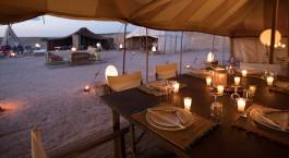 Abendessen im Inara Camp in der Agafay Wu00fcste, Marokko