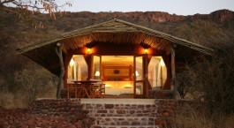 Auu00dfenbereich im Hotel Waterberg Guest Farm Hotel in Waterberg Plateau, Namibia
