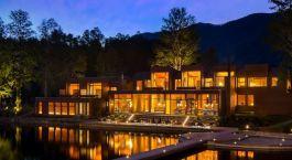 Auu00dfenansicht bei Nacht im Hotel Vira Vira, Pucon in Chile