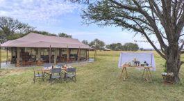 Essen im Freien im Kimondo Migration Camp in Nu00f6rdliche Serengeti, Tansania