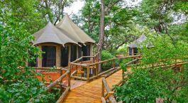 Auu00dfenansicht der Nambwa Tented Lodge in Eastern Caprivi, Namibia