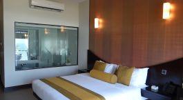 Schlafzimmer im Shinagawa Beach Resort Hotel Balapitiya in Sri Lanka