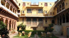Auu00dfenansicht vom Hotel Chanoud Garh in Pali, Nordindien