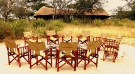 Outdoor-Sitzgelegenheiten im Little Oliveru2019s Camp, Tarangire in Tansania