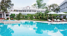 Poolanlage des Azerai - La Residence Hue Hotel in Huu00e8, Vietnam