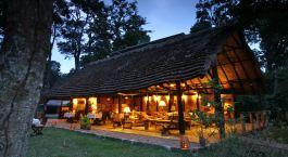 Auu00dfenansicht bei Nacht von Ishasha Wilderness Camp, Queen Elisabeth in Uganda