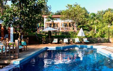 Swimmingpool im Mayura Hill Resort in Mondulkiri, Kambodscha