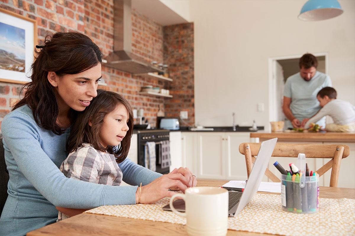 Kaip dirbant iš namų sutaupyti iki 16% už elektros energiją