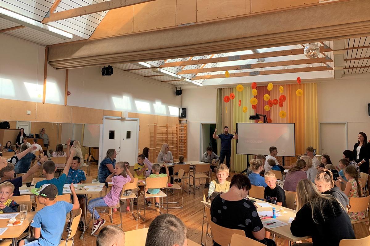 Enefit dāvina saules enerģijas sistēmas SOS bērnu ciematiem