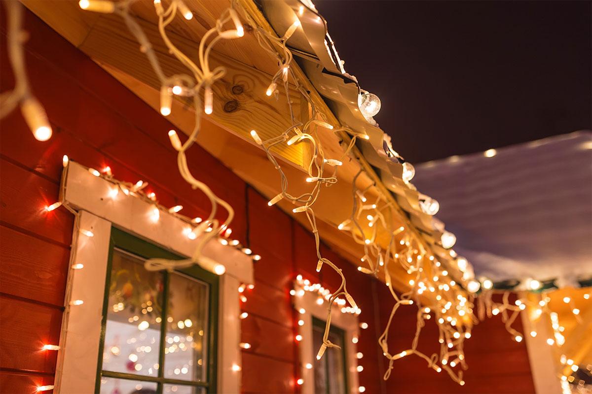 Jouluvalojen turvallisuus: Kuinka käyttää koristevaloja oikein kosteassa ympäristössä