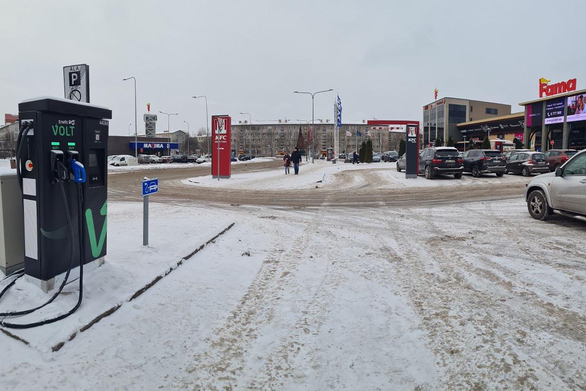 Enefit Volt avas Narvas esimese Euroopa elektriautode kiirlaadija