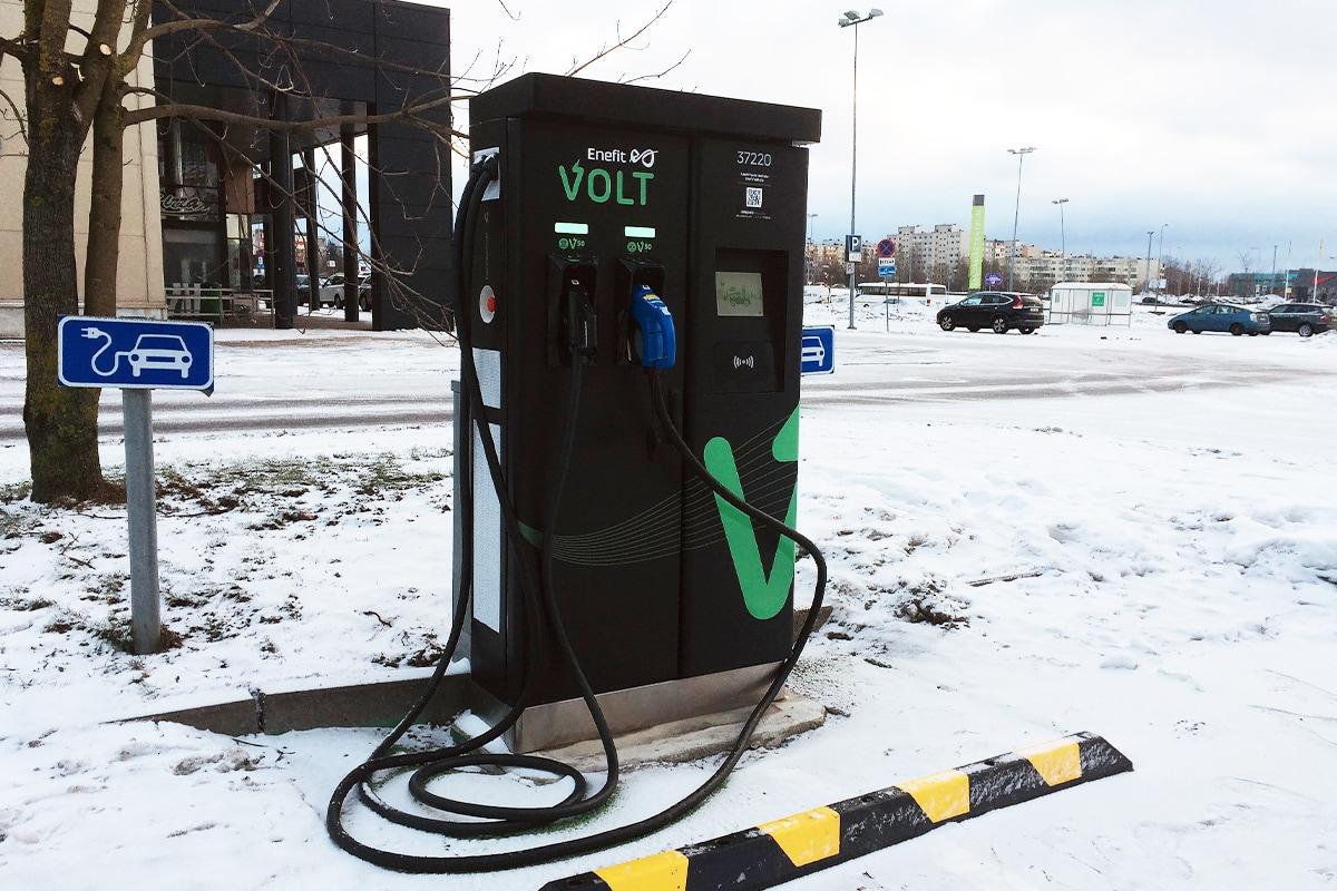 Зарядная станция Enefit Volt в Тяхесяю теперь также оснащена зарядным устройством CCS