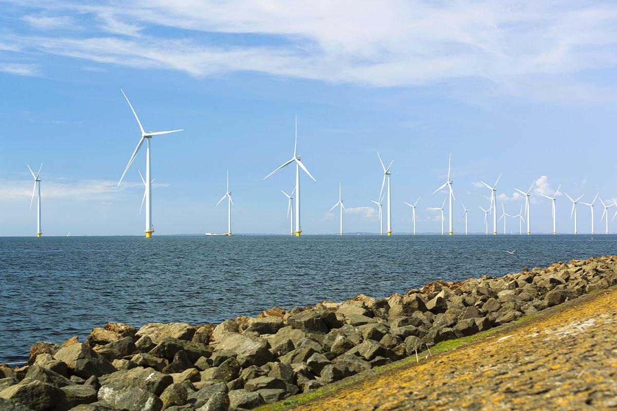 Ørsted i Enefit nawiązały partnerstwo w celu budowy wielkoskalowych morskich farm wiatrowych w krajach bałtyckich