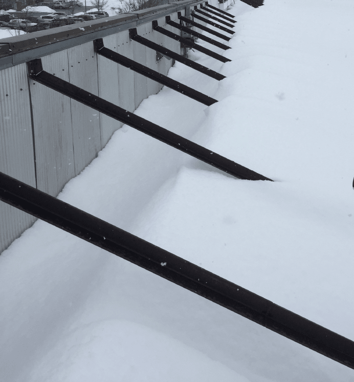 Snow drift against parapet on flat roof - Structural