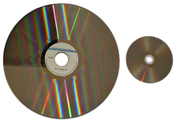 Laser disc vs a DVD. (Image courtesy of Wikimedia Commons).