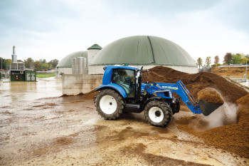 The T6 is currently undergoing real-world testing at the sustainable farm prototype at La Bellotta farm in Italy. (Image courtesy of New Holland Agriculture.)