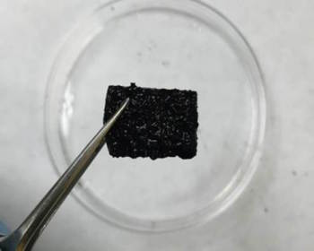 A sample of the hydrogel being developed to heal itself autonomously. (Image courtesy of University of Texas Austin.)