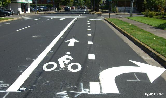 A combined bike and turn lane in Eugene, Oreg. (Image courtesy of NACTO.)