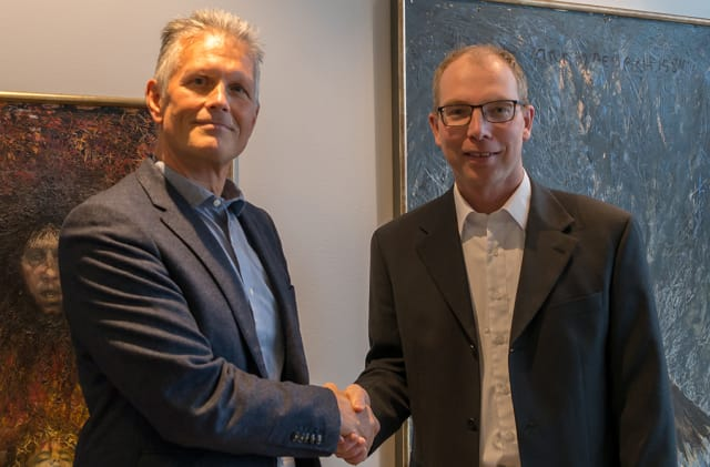 PAVING THE WAY FOR INDUSTRY 4.0 SOLUTIONS. Leading Northern European SOLIDWORKS reseller PLM Group's CEO Jan Lundström (left) shakes hands with LMT Group's CEO Jörgen Fredsson. Together with LMT's Ravema machine business, this combination is positioned to create Industry 4.0 solutions.