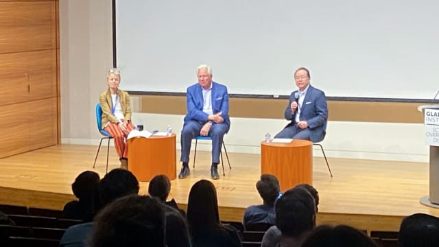 Gladstone senior investigators Dr. Melanie Ott (left), Dr. Warner Greene, (center) and Chief Operating Officer Robert Obana, MBA (right) answering questions from the Gladstone community at a recent town hall. (Image courtesy of Gladstone Institutes)