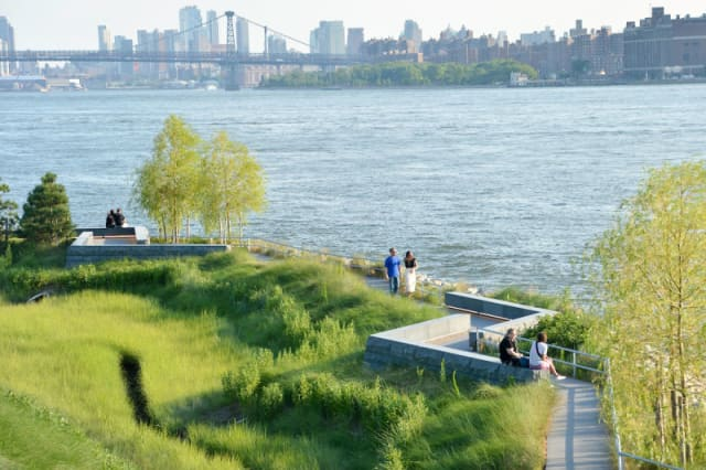 In New York, Arup has helped redevelop 20 acres of post-industrial waterfront on Long Island into Hunters Point South Waterfront Park, where it acts as a storm surge barrier for the largest affordable housing building project in New York City. The park was built with a 100-year-storm elevation, plus an extra seven feet.(Image courtesy of Albert Večerka/Esto.)